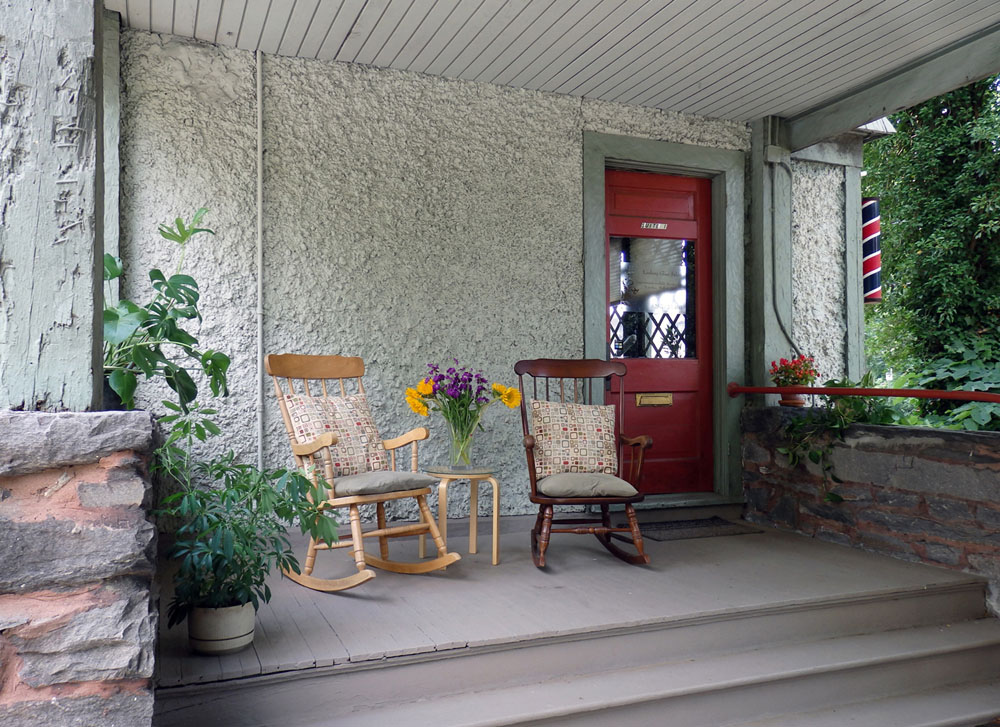 Salon Porch